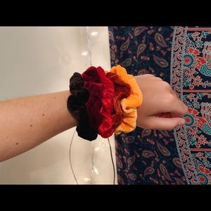 velvet scrunchie pack | warm tones